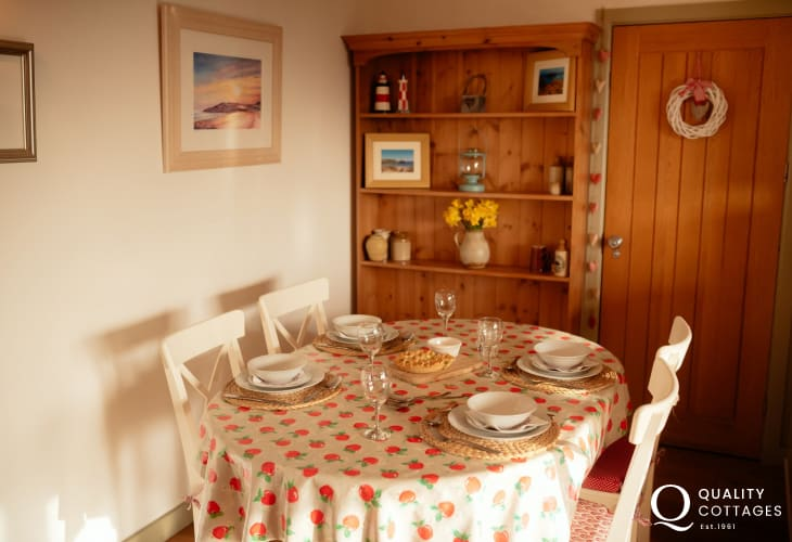 Reynoldston on the Gower Peninsula for holidays - dining area
