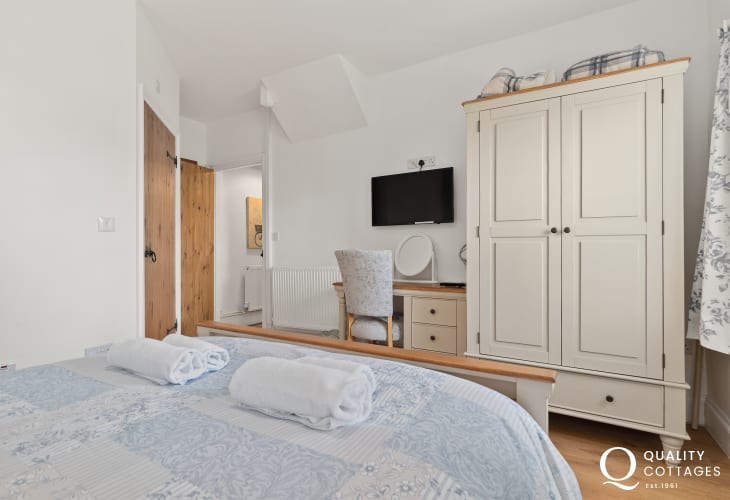 Master king-size bedroom, with double wardrobe and dressing table