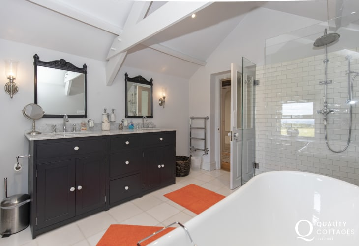 Saundersfoot holiday home - master en-suite luxury bathroom with separate shower