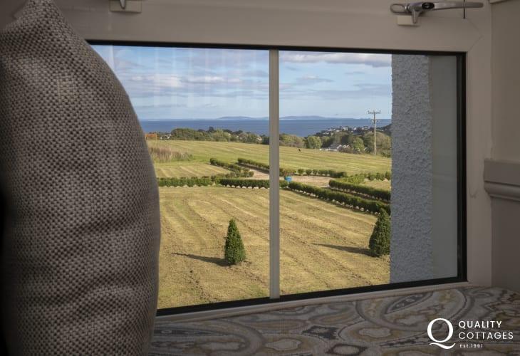 Saundersfoot holiday home with sea views