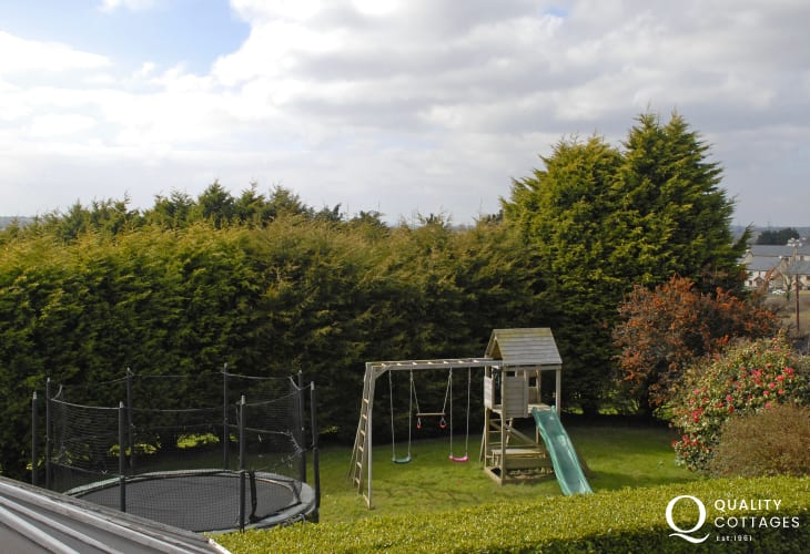 Saundersfoot family holiday house with trampoline and children's climbing frame