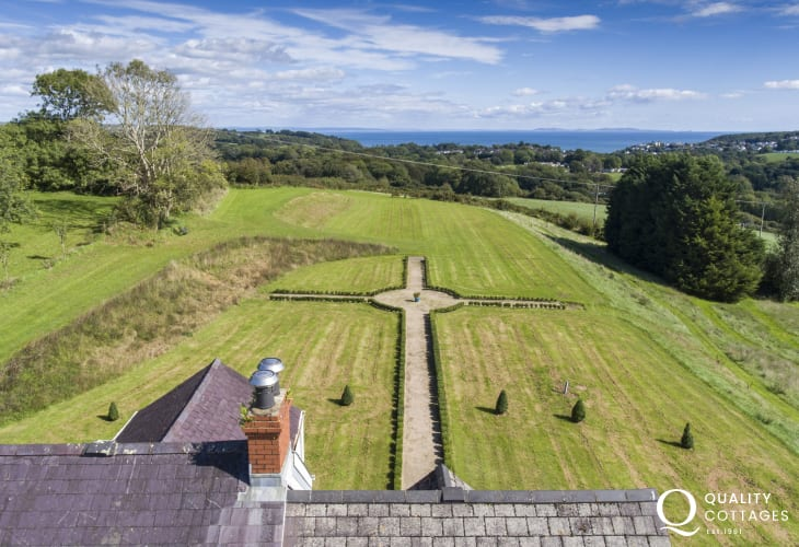 South Pembrokeshire restored family holiday cottage with large grounds