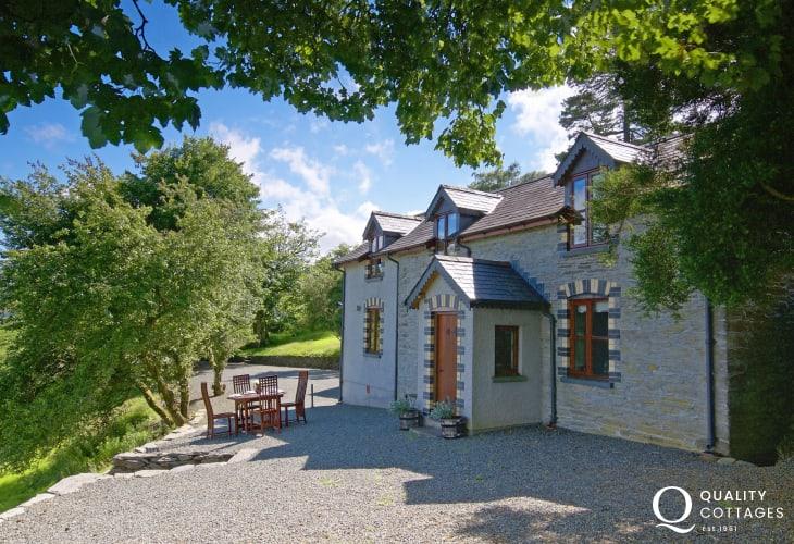 Mid Wales pet friendly cottage - ext