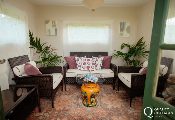 Summerhouse with garden views Llanmadoc cottage holiday