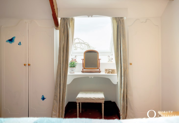 Cottage holiday for two nearby Oxwich Bay - bedroom mood