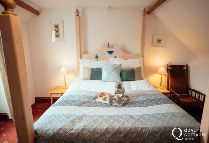 Whiteford Point lighthouse cottage holiday nearby for two - double bed