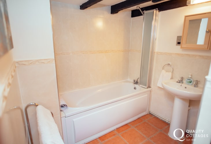 Mumbles short drive away from holiday cottage for two - bathroom