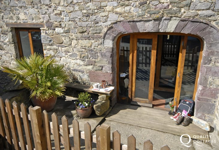 St Davids Cathedral holiday apartment - sitting out area