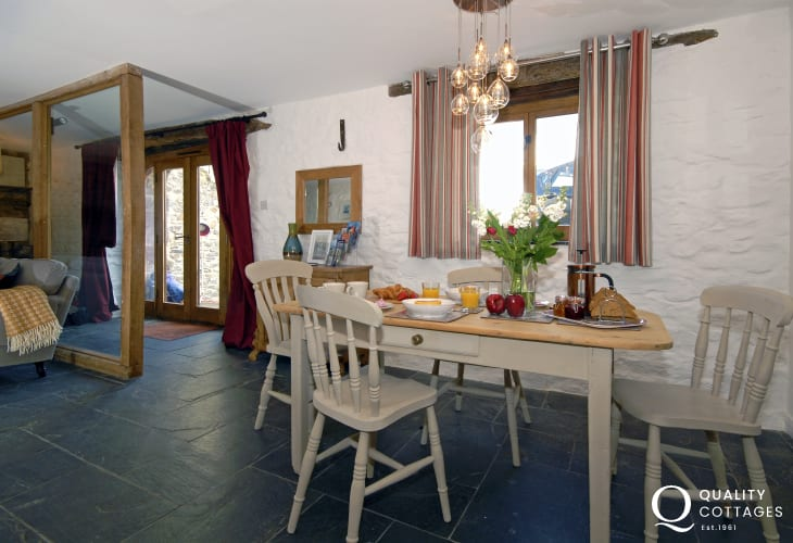 North Pembrokeshire ground floor holiday flat - stylish open plan dining/living area