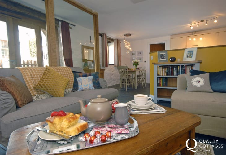 North Pembrokeshire comfy hoiday home with cosy open plan living area