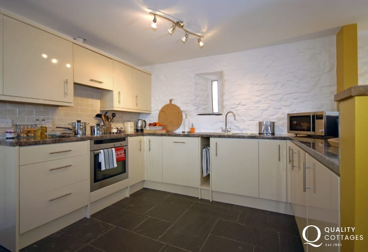 Self catering holiday home St Davids - modern fitted kitchen