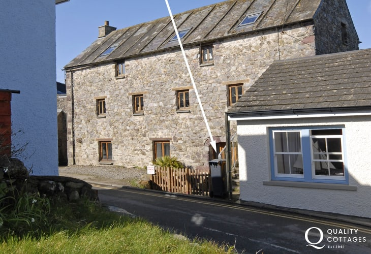 St Davids luxury holiday apartment near the Cathedral - sorry no pets