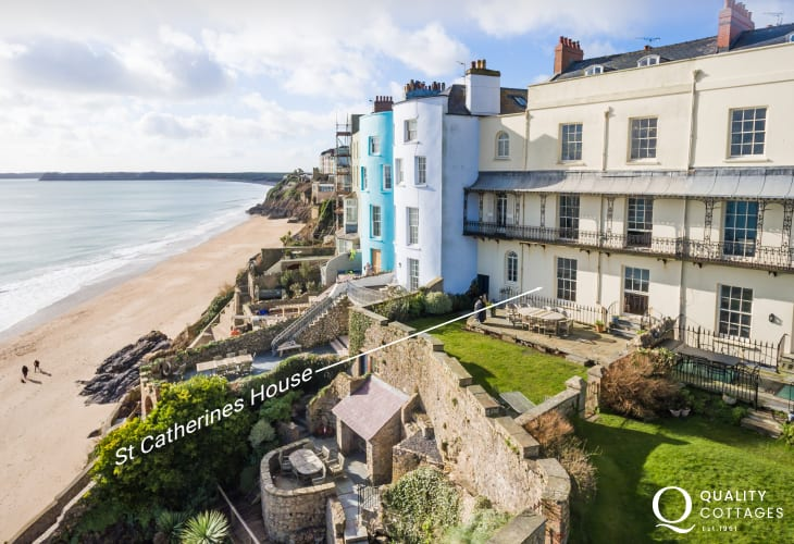 Tenby holiday home with views over St Catherine's Island from the garden - dogs welcome