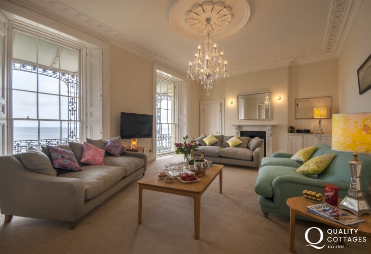 Tenby Grade 2 Georgian mansion house overlooking Castle Beach - sitting room with sea views