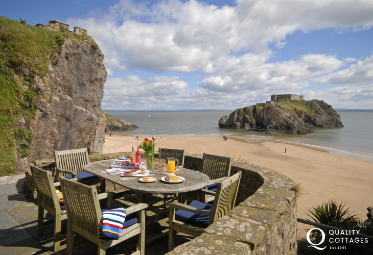 Lexton Terrace Tenby - holiday house with terraced gardens and beach views.