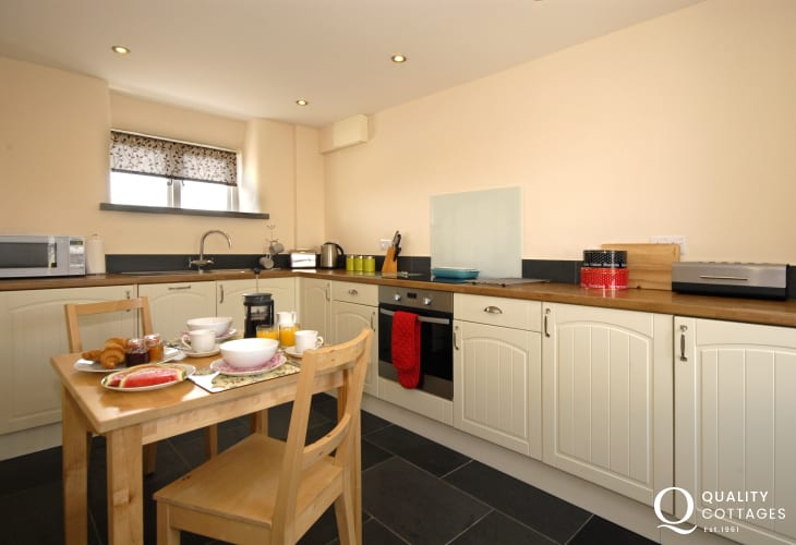 Self catering cottage St Davids - kitchen/diner with under floor heating