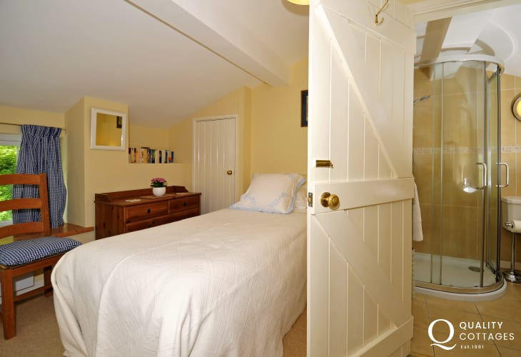 Romantic Conwy Valley cottage - bedroom