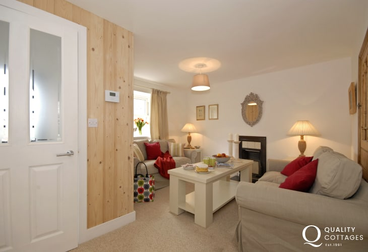 St Davids stylish holiday cottage - sitting room