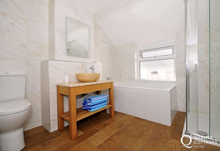 Morfa Nefyn luxury holiday house - bathroom