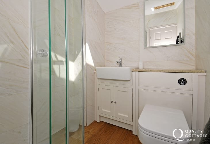 Morfa Nefyn holiday cottage - shower room