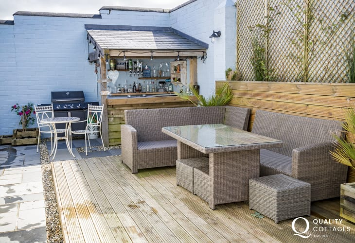 Haverfordwest holiday cottage with garden beach bar