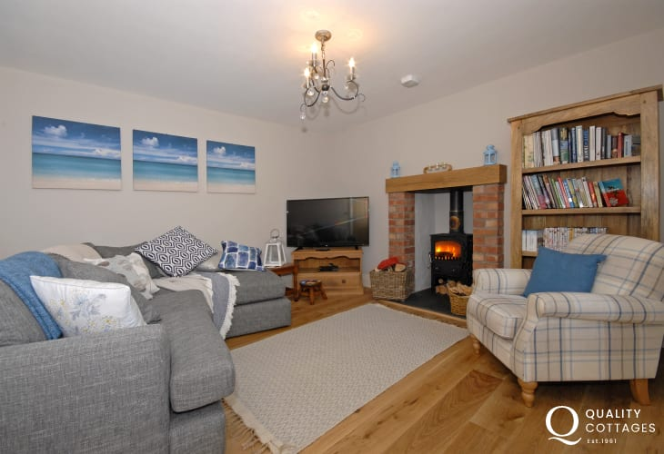 Haverfordwest luxury holiday cottage - snug with log burning stove
