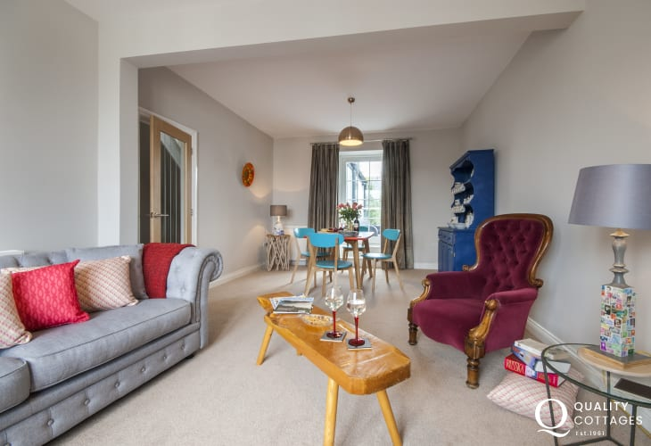 St Davids city center holiday apartment with spacious living/dining room