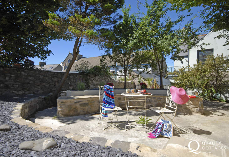 St Davids apartment with private sheltered patio garden