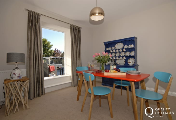 Holiday apartment in St Davids - open plan dining living room