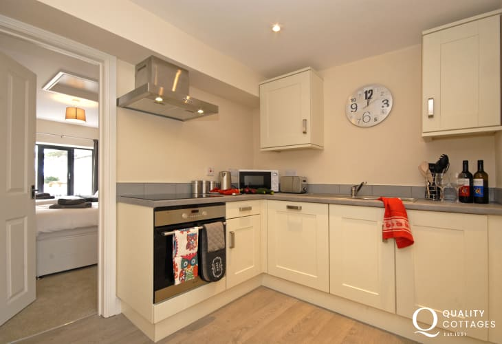 Self catering accommodation St Davids Pembrokeshire - modern fully fitted kitchen