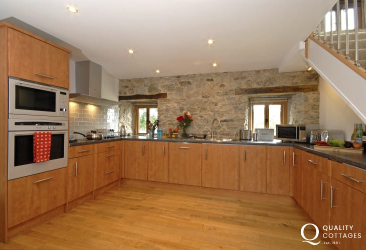 Self catering holiday home St Davids - luxury modern fitted kitchen