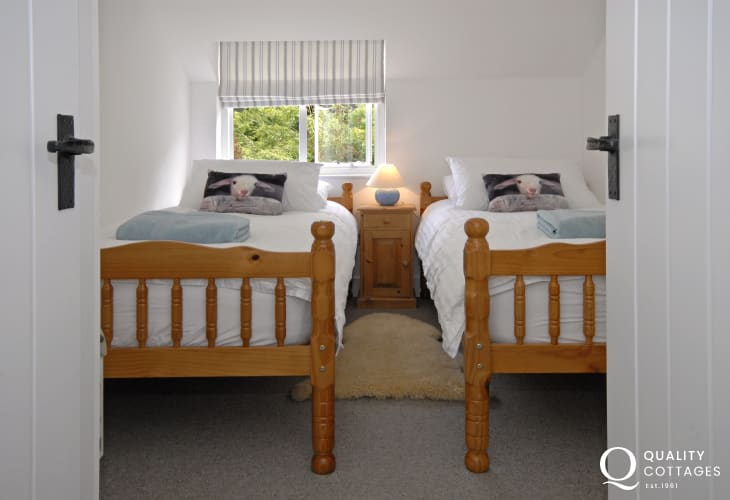 Cottage holiday in walking distance of the beach - twin bedroom