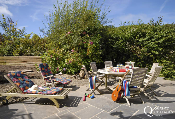 Newport holiday cottage - grounds landscaped with outdoor furniture