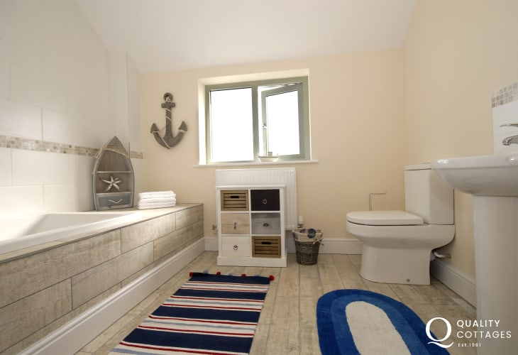 St Davids holiday house - family bath with shower over