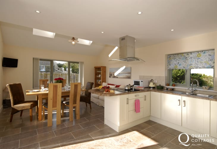 St Davids Peninsula holiday home - spacious open plan kitchen/dining area