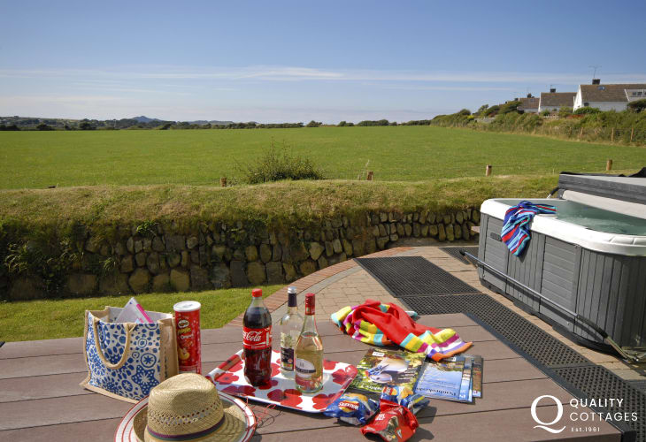 Solva holiday cottage - hot tub with views to Cairn Llidi