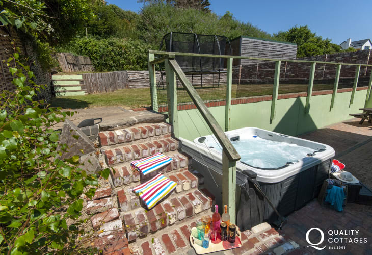 Solva holiday home with sea views and hot tub