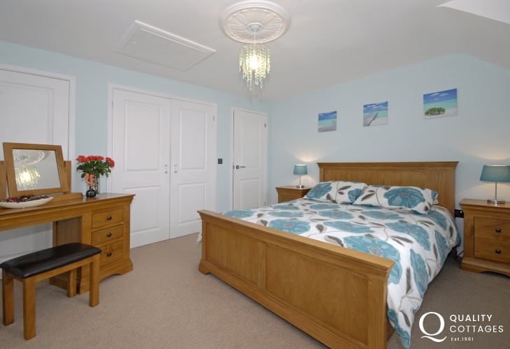 St Davids holiday house - master king size bedroom with en-suite shower