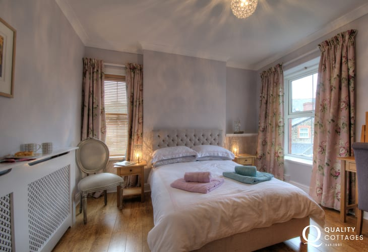 Aberystwyth town house  - bedroom