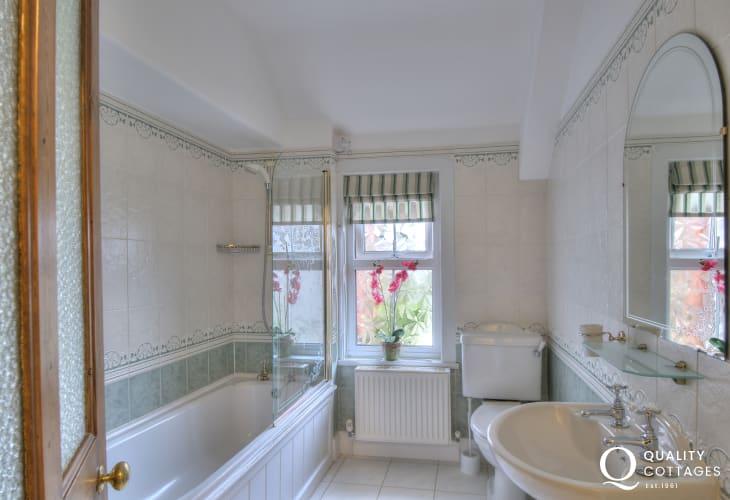 Aberystwyth holiday house  - bathroom