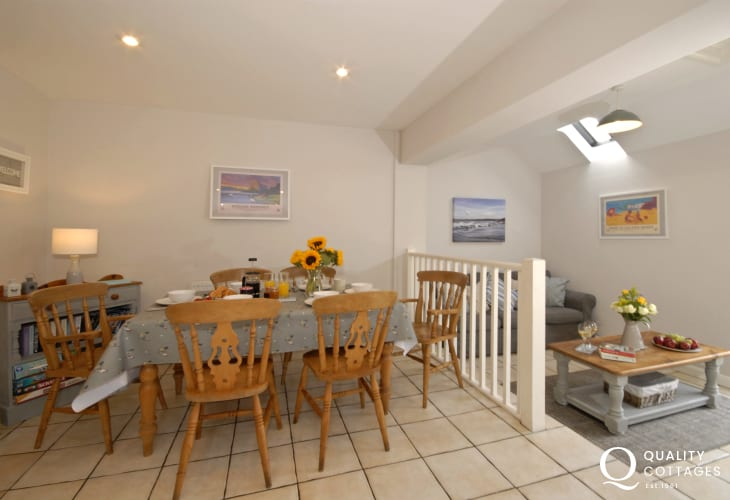 St Davids luxury holiday cottage with spacious family living area