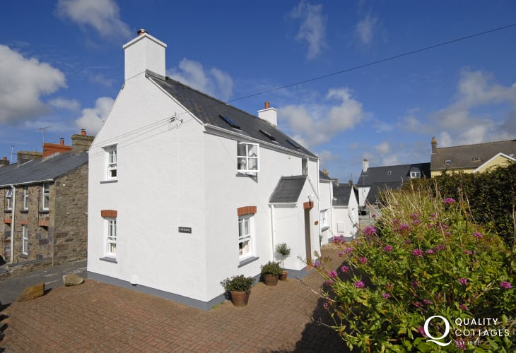 St Davids, Pembrokeshire -  holiday cottage with parking and pets welcome
