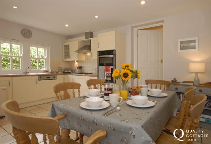 Self catering St Davids holiday cottage with open plan kitchen/dining area