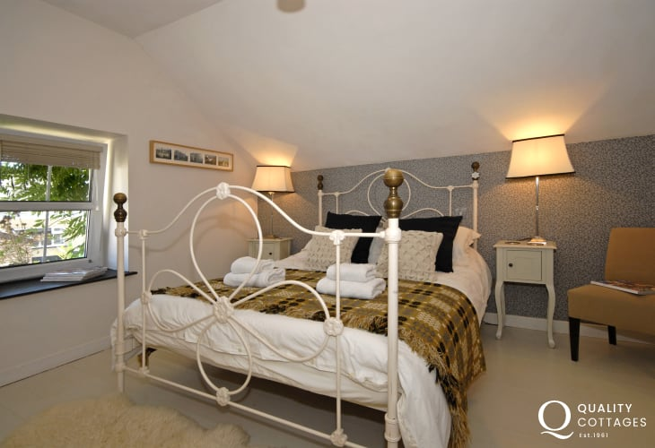 Carmarthenshire restored holiday barn - king size master bedroom with T.V. and en suite shower