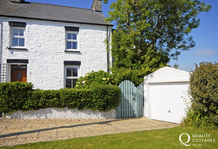 Solva - cosy pet friendly holiday cottage