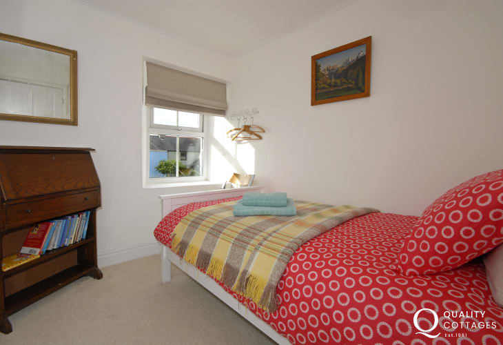 Upper Solva holiday cottage - single bedroom
