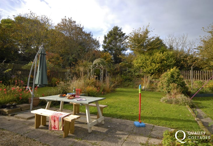 Coastal cottage Newport Pembrokeshire - enclosed private rear gardens