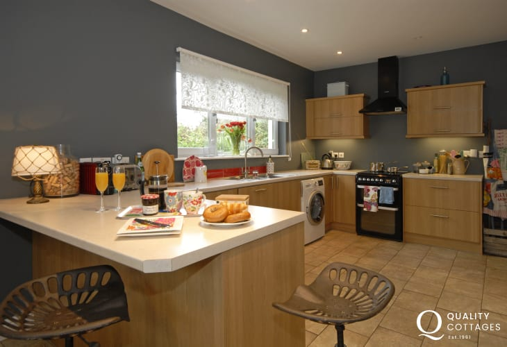 Self-catering Newport, Pembs - fully fitted modern kitchen