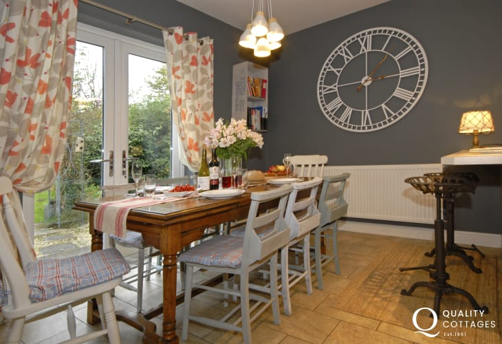 Holiday home Newport Pembrokeshire - open plan dining room with French doors to the garden