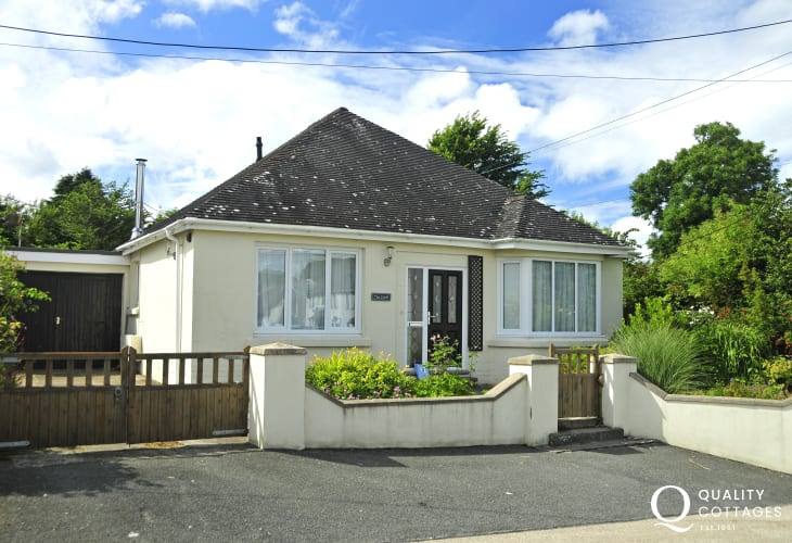 Newport, Pembrokeshire cosy holiday home a short walk from Nevern Estuary - sorry no pets